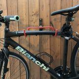 ガレ-ジに、自転車のフックをつけました。